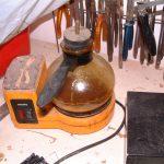 Для разогрева олифы использую старую кофеварку. Удобно таким образом варить столярный клей или кислоту для лужения.